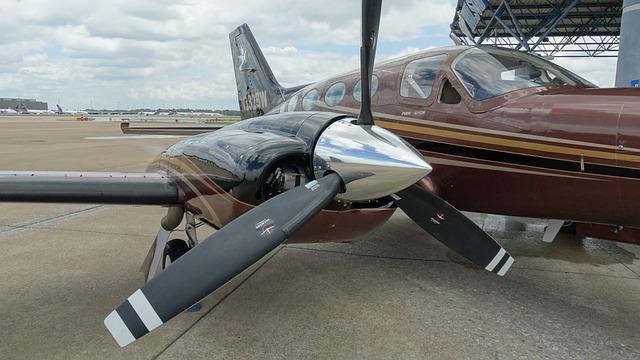 aircraft-1252193_640